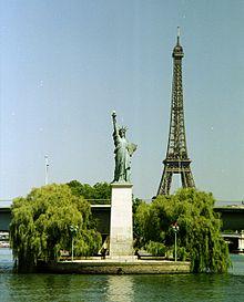 Paris-ile-des-cygnes-statue-de-la-liberte-tour-eiffel-seine