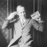 Aiduce, comme le comédien et chanteur Ernest Hare dans les années 20 sont consternés par la prohibition