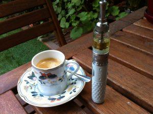 Un café et un vaporisateur personnel